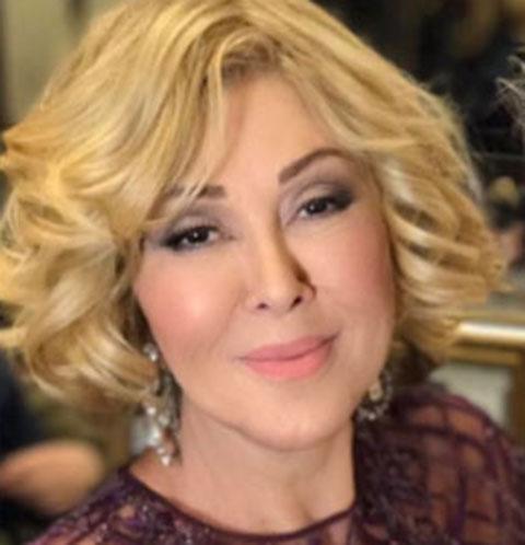 Любовь Успенская продемонстрировала стройную фигуру в «голом» платье