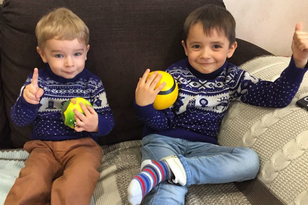 Маленькие Кирилл и Митя остались довольны выбором своих знаменитых мам