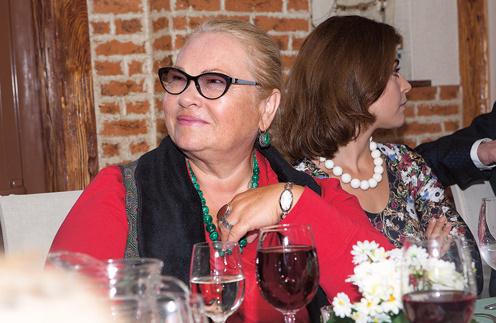 Нина Усатова научила молодых артистов целоваться