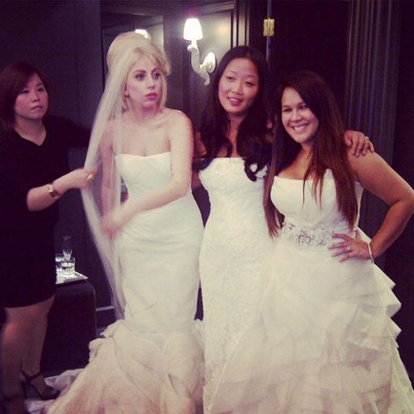 Леди Гага уже как-то примерила свадебное платье от Веры Вонг