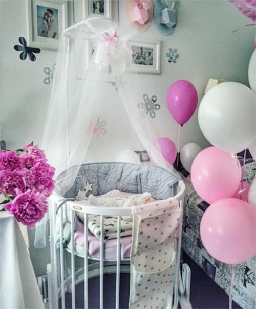 «Вот и мы попали в бело-розовое царство», - написала Елена Кулецкая под фото
