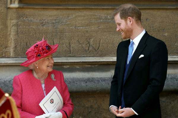 Королева Елизавета II и принц Гарри