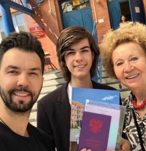 Денис Клявер с сыном Тимофеем и матерью Ириной