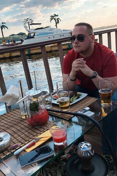 Несмотря на здоровый образ жизни, иногда Николай позволяет себе немного выпить