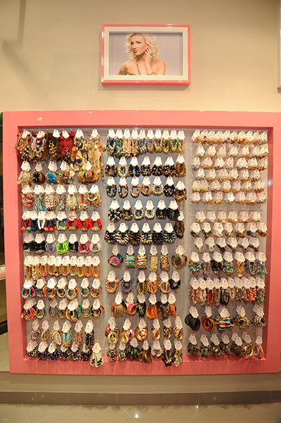«Можно провести целый день в магазине, рассматривая наши украшения. Глаза разбегаются!» - шутит Ольгя Бузова