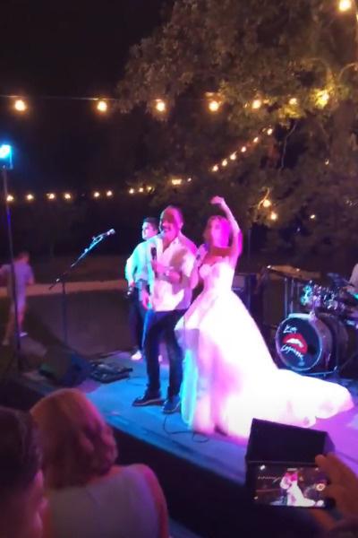 Певица сама вышла на сцену в день своей свадьбы