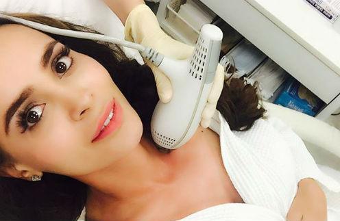 Анна Калашникова регулярно прибегает к услугам косметологов
