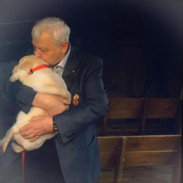 Олег Табаков обнимал и целовал щенка, но взять не смог