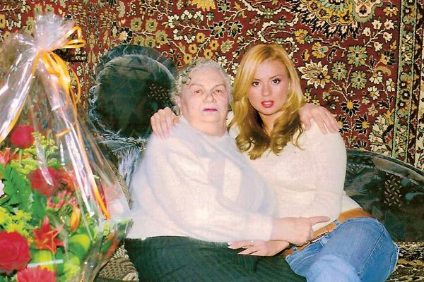 Семенович очень близка с бабушкой Зиной