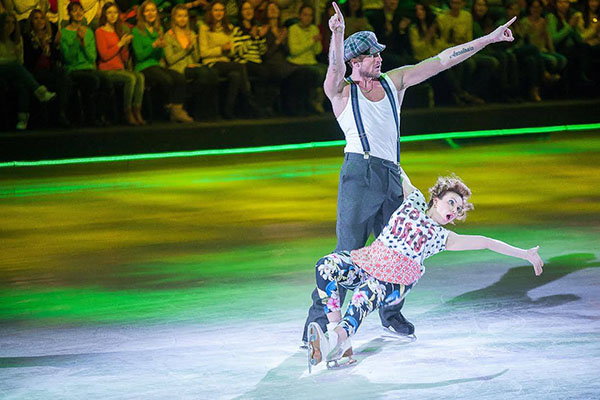 А за танец Романа Костомарова и Александры Урсуляк Тарасова сняла одну десятую балла, что возмутило чемпиона до глубины души