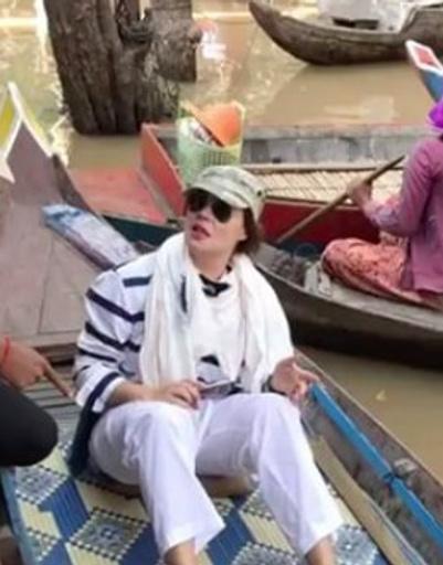 Телеведущая много путешествует по стране и знакомится с традициями Камбоджи