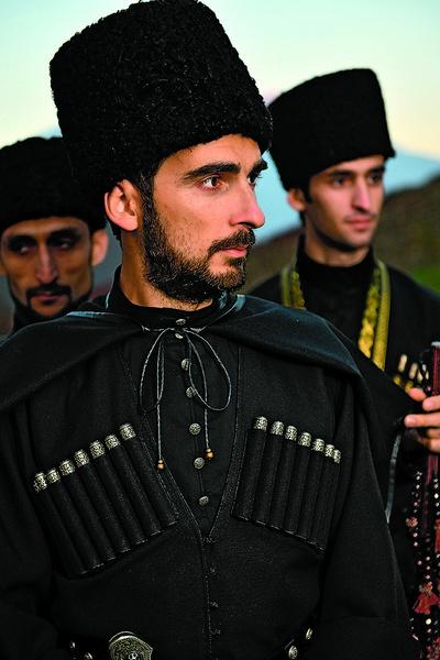 На свадьбе Стефано щеголял в черкеске черного цвета с газырями