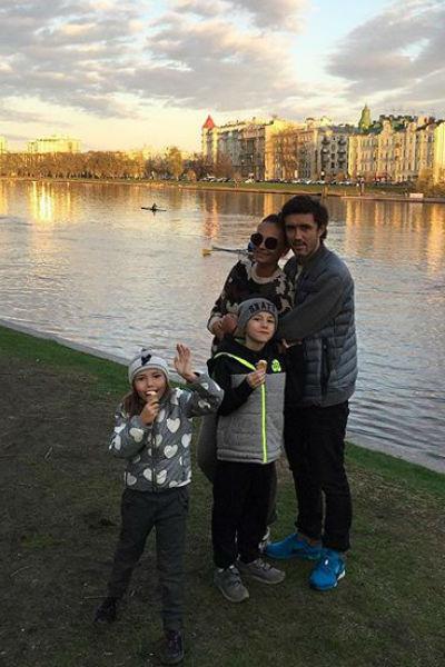 Семья обосновалась в городе на Неве