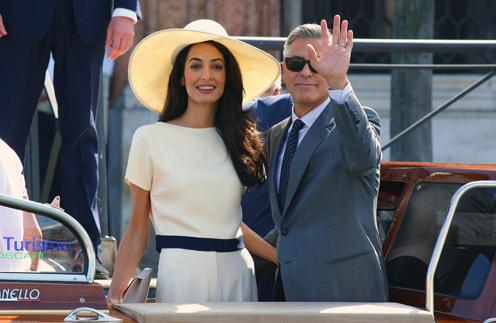 Амаль и Джордж перед походом в мэрию Венеции