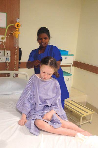 Вика подружилась с персоналом клиники. В маленькой русской героине медсестры души не чаяли