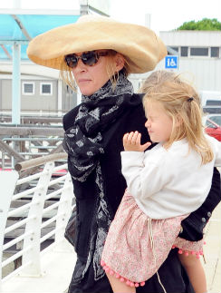 Ума Турман с дочкой Луной