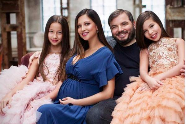 Яна Батыршина с мужем Тимуром Вайнштейном и детьми