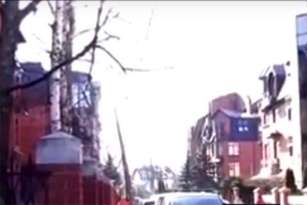 В этом коттеджном поселке у Юлии Барановской есть квартира, но она пустует
