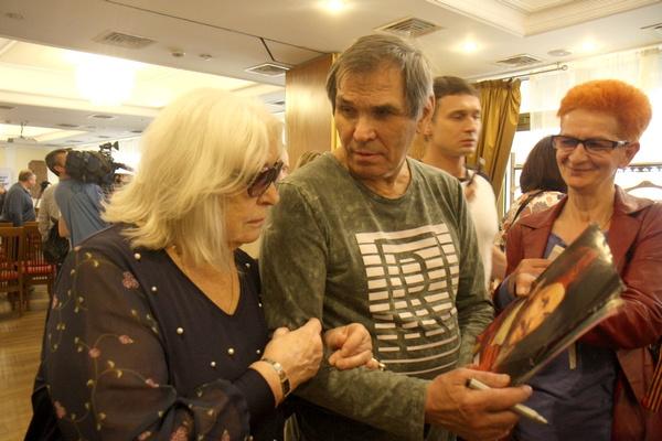 Алибасов обрадовался, увидев фотографию в образе короля
