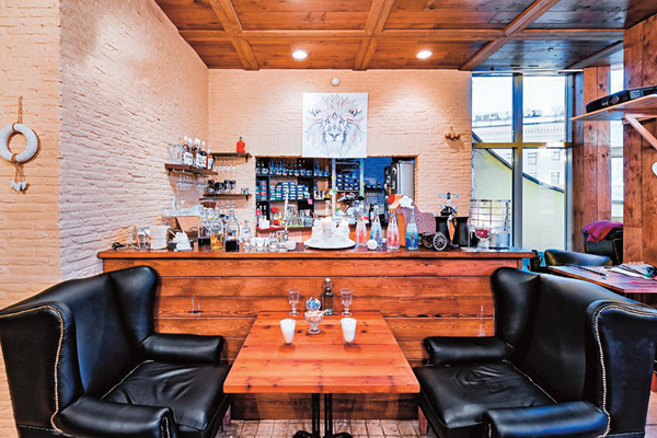 Втайне отродителей сын Валерии открыл ресторан вцентральной части Москвы