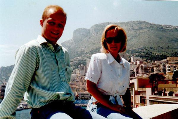 Единственный сын Болгариных погиб в 2006 году. На фото Максим с мамой Ириной