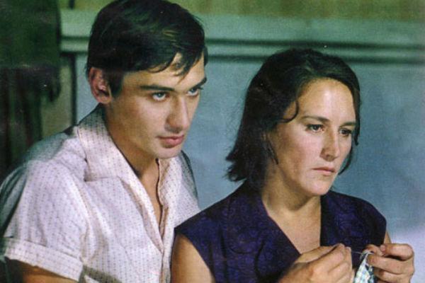 Сын актрисы был удивительно похож на Вячеслава Тихонова