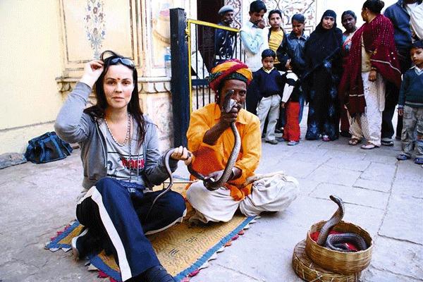 В Индии свидание со змеей для звезды могло закончиться плачевно