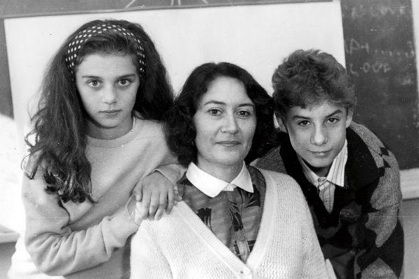 Будущая звезда с мамой и старшим братом Романом