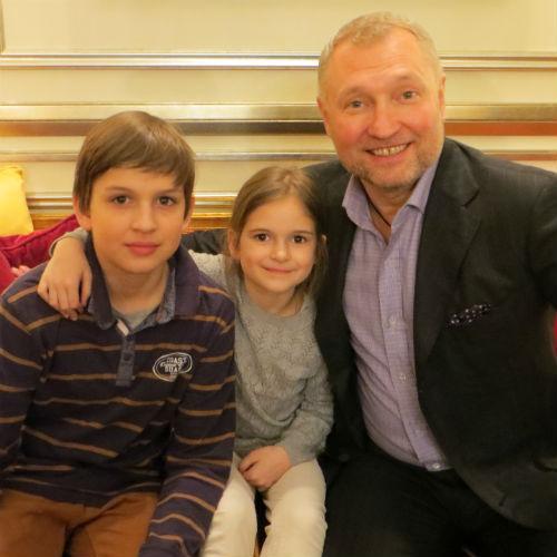 Эдуард Юшин (справа)  с Катей и Николаем   Колесовыми