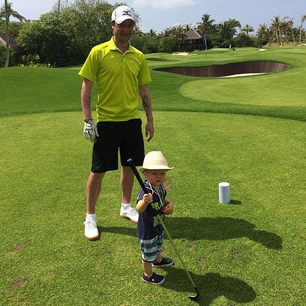 Сын отобрал у Евгения Плющенко клюшку для гольфа