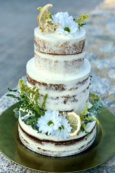 Торт был сделан на заказ специально ко дню рождения Полины