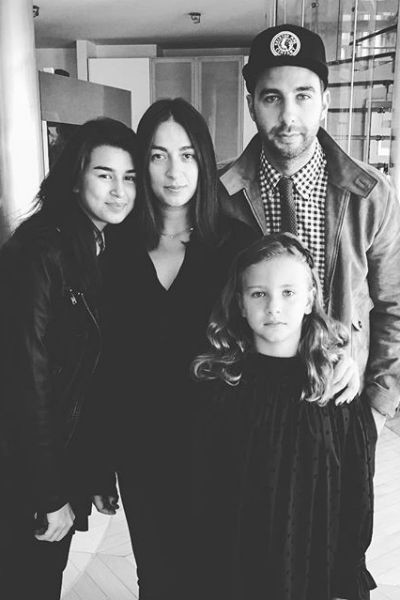 Иван Ургант с женой и дочерьми