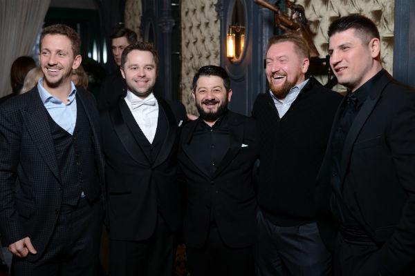 Жених Виталий Гогунский с Михаилом Галустяном и другими гостями