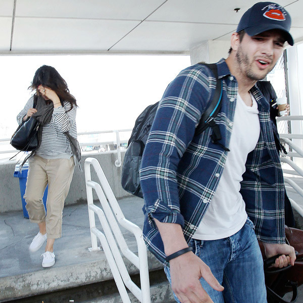 Мила и Эштон в аэропорту Лос-Анджелеса 21 апреля