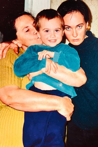 С мамой и сыном Георгием, середина 90-х