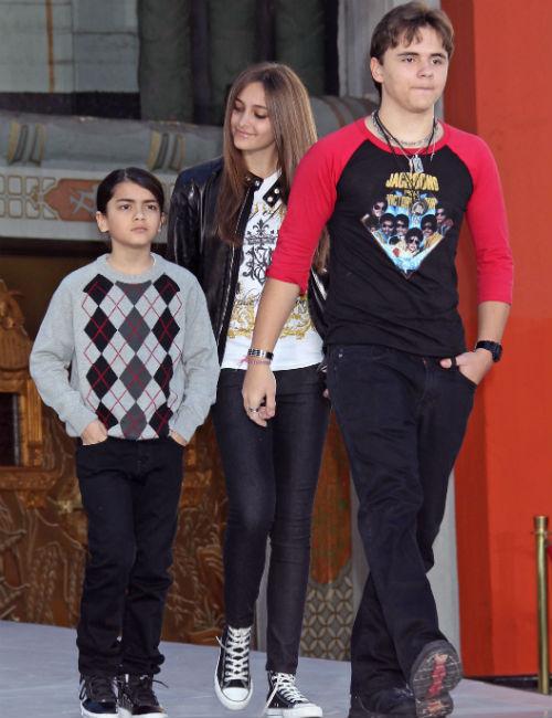 Дети Джексона (слева направо): 11-летний Бланкет, 14-летняя Пэрис, 16-летний Принц