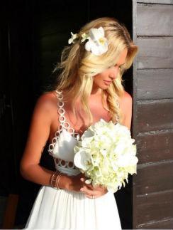 Виктория Лопырева в свадебном платье