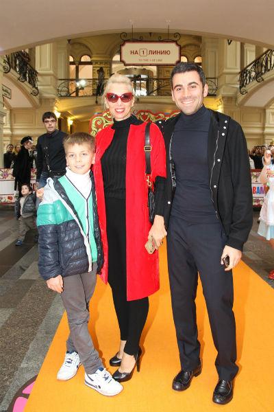 Алена с сыном Гришей и Давидом