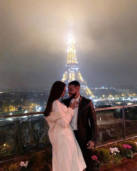 Пара встретила Новый год в Париже