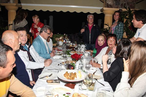 Юморист собрал друзей в таверне «Дионис»