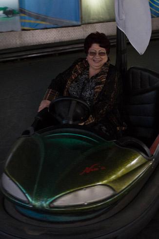 Сусанна Ардашовна прокатилась на любимом аттракционе сына
