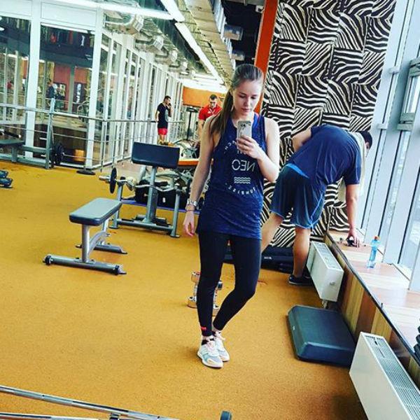Полина не пропускает занятия в спортивном зале и питается раздельно