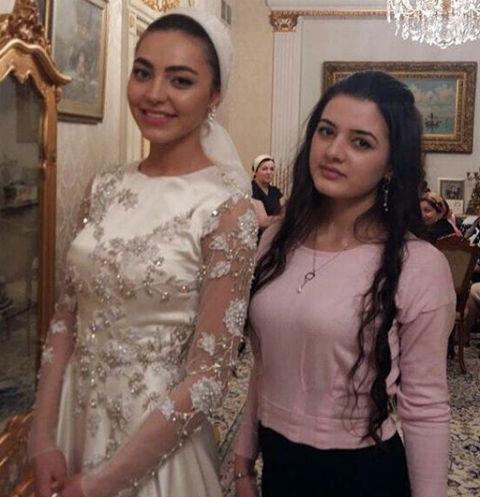 Невеста Хадижа предстала в скромном наряде