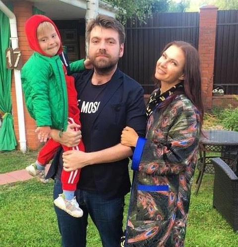 Эвелина Бледанс с Александром Семиным и сыном Семеном