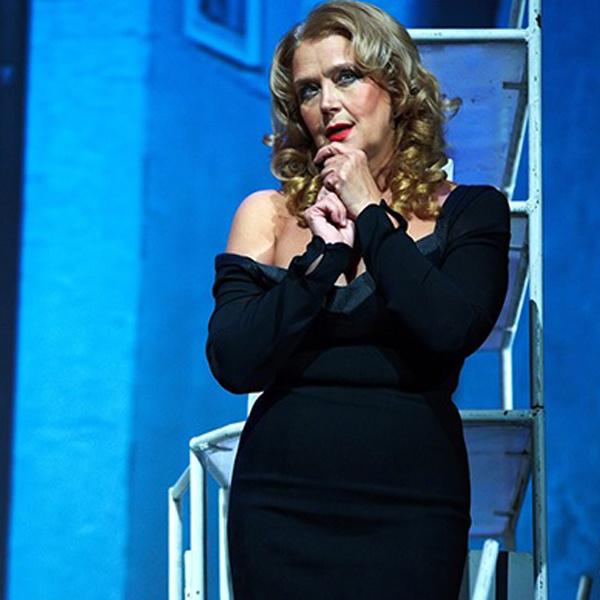 Ирина Алферова. Сцена из спектакля «Ночь с незнакомцем»