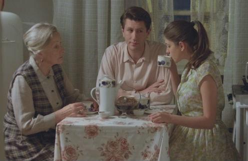 В сериале  «Оттепель»  Евгений сыграл  закройщика, брата  главной героини. На  фото – с Ларисой  Малеванной и  Анной Чиповской