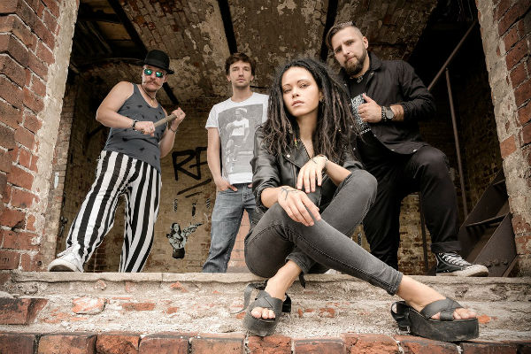 Дария с группой «Нуки»