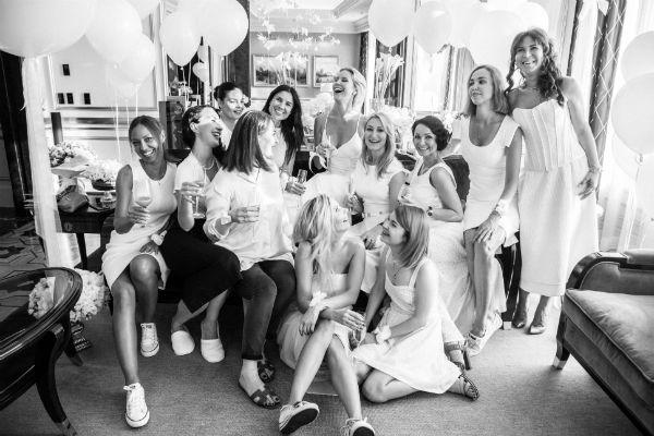 Вскоре свадьба: Елена Летучая собрала подруг надевичник