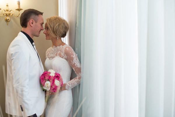 До начала церемонии Роман и Оксана приняли участие в небольшой фотосессии