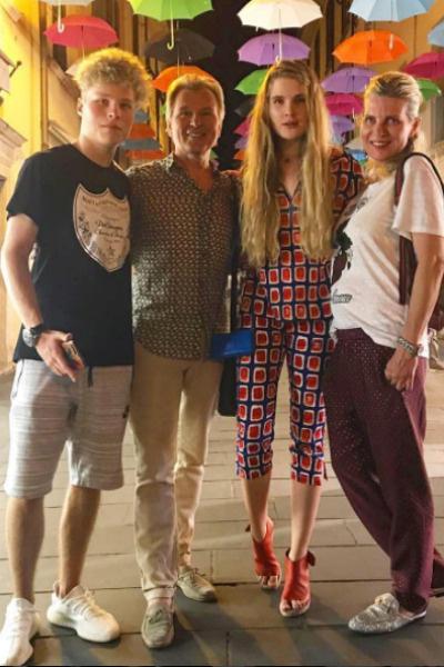 Александр Малинин с семьей